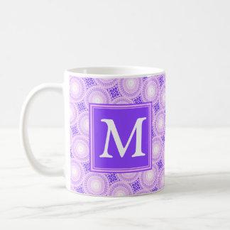 Taza De Café Modelo púrpura de los círculos del monograma