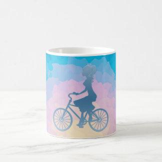 Taza De Café Monograma del triple del chica de la bicicleta