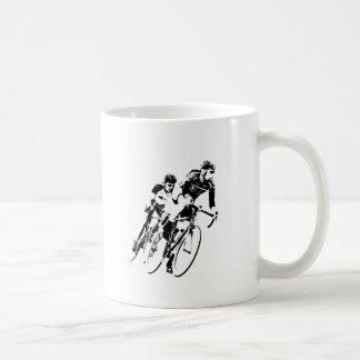 Taza De Café Monte en bicicleta a los corredores en la vuelta