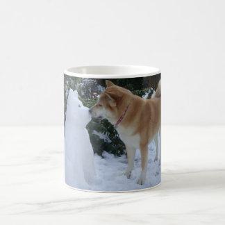 Taza De Café navidad lindo de la foto de Akita del muñeco de