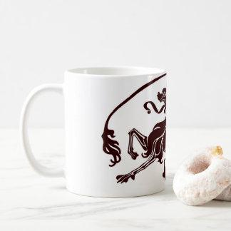 Taza de café negra del diseño del dragón