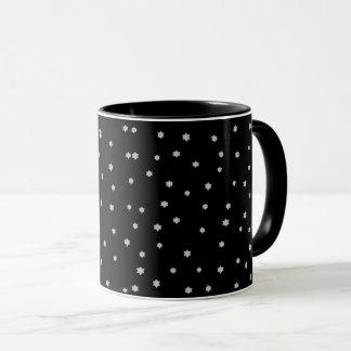 Taza de café negra fresca de la impresión de las