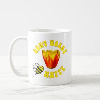 Taza De Café No se preocupe el tulipán feliz de la reina de