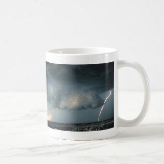 Taza De Café Nube de la pared con el relámpago