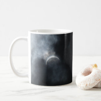 Taza De Café Nubes de tormenta fantasmagóricas del eclipse 2017