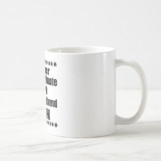 Taza De Café Nunca subestime a la mamá del raposero inglés