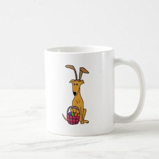 Taza De Café Oídos de conejo del galgo que llevan divertido