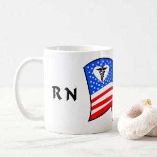 Taza De Café Orgullo del RN los E.E.U.U. de la enfermera