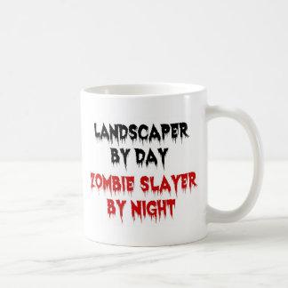 Taza De Café Paisajista del asesino del zombi del día por noche