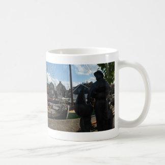 Taza de café panorámica del puerto de Spakenburg