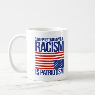 Taza De Café Pare el fingir de su racismo es patriotismo -