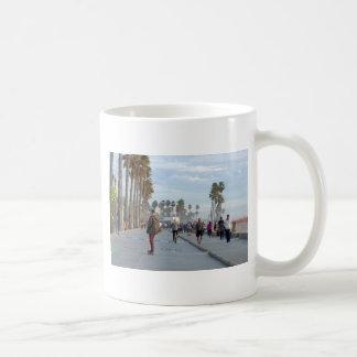Taza De Café patinaje a la playa de Venecia