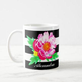 Taza De Café Peony rosado de la acuarela del monograma en la
