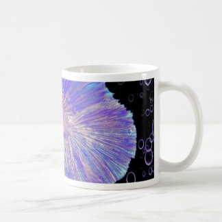 Taza De Café Pescados que luchan púrpuras iridiscentes