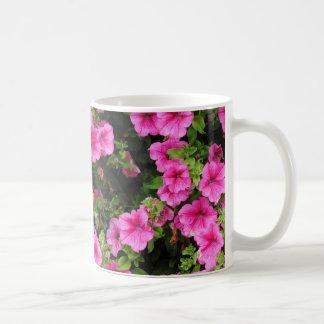 Taza De Café Petunias y césped