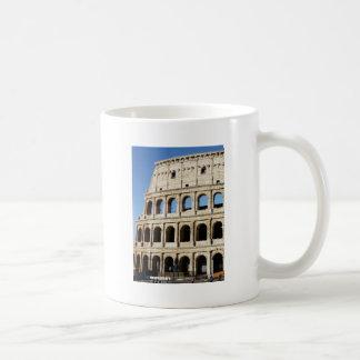 Taza De Café pila en los arcos