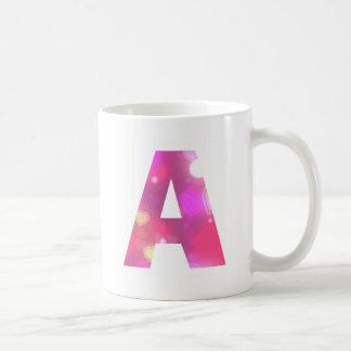 Taza De Café Ponga letras a los corazones rosados