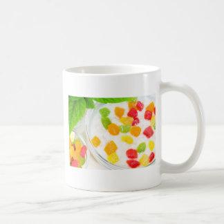 Taza De Café Primer sano de la harina de avena con las frutas
