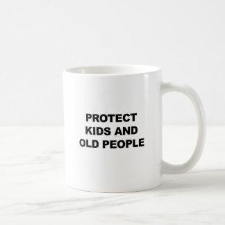 Taza De Café Proteja los niños y a las personas mayores
