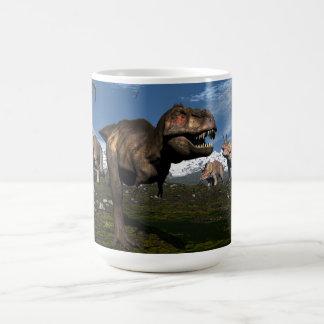 Taza De Café Rex del Tyrannosaurus atacado por el dinosaurio