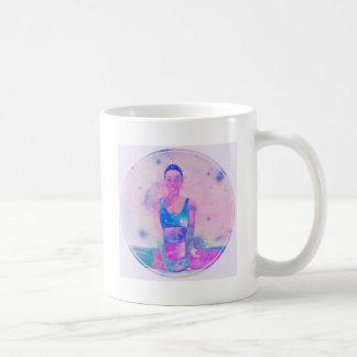 Taza De Café Rosa de la serie del chica de la yoga de Dharma