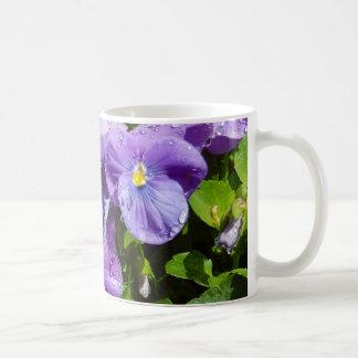Taza De Café Salvaje y púrpura mojados