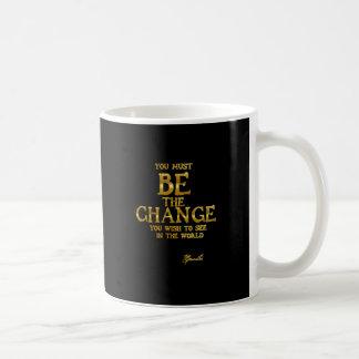Taza De Café Sea el cambio - cita inspirada de la acción de