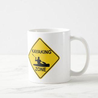 Taza De Café Señal de tráfico Kayaking de la zona