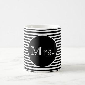Taza De Café Señora con las rayas negras y blancas