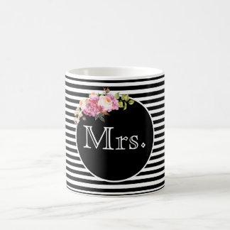 Taza De Café Señora con las rayas y las flores negras y blancas