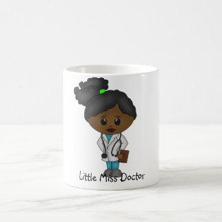 Taza De Café Señora linda el doctor Mug - negro/africano
