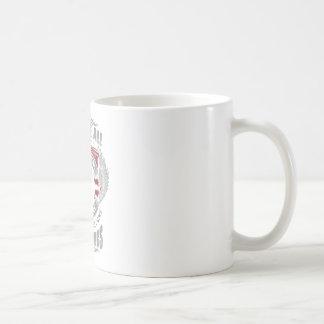 Taza De Café Somos igual nacido pero algunos sienten bien a