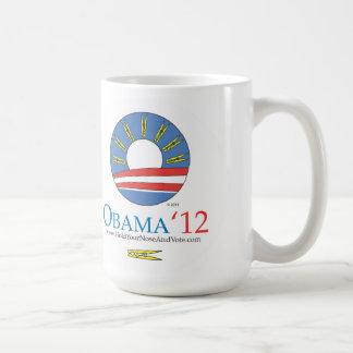Taza De Café Sosténgase la nariz y vote a Obama 2012