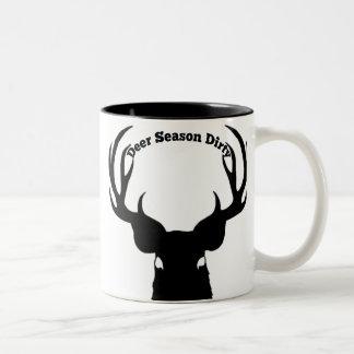 Taza de café sucia de la estación de los ciervos