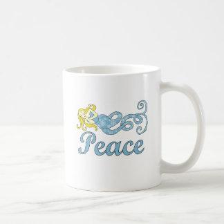 Taza De Café Sueños del día de fiesta de la sirena de la paz