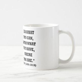 Taza De Café Theodore Roosevelt hace lo que usted puede citar