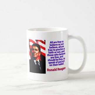 Taza De Café Todos están libres de creer - a Ronald Reagan