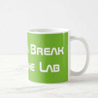 Taza De Café Tomar una rotura del laboratorio