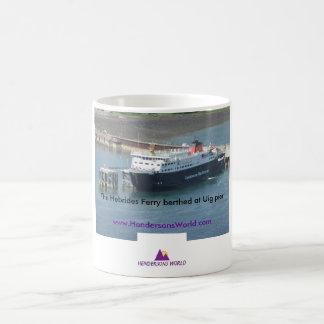 Taza De Café Transbordador de Hebrides en el embarcadero de Uig