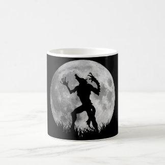 Taza De Café Transformación fresca de la Luna Llena del hombre
