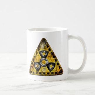 Taza De Café Triángulo amonestador de la radiación nuclear del
