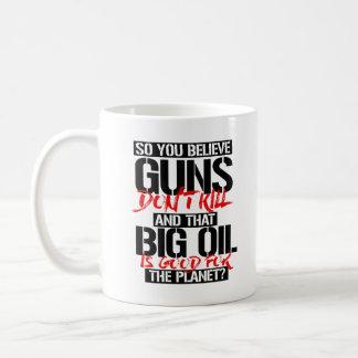 Taza De Café Usted cree tan que los armas no matan y el aceite