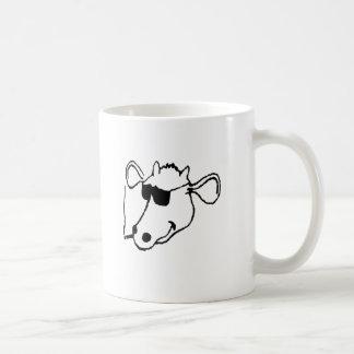 Taza De Café Vaca que fuma con las gafas de sol