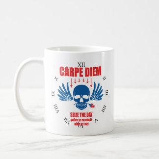 Taza De Café Vintage azul rojo Carpe retro Diem. Agarre el día