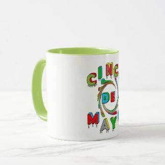Taza de Cinco de Mayo - colores brillantes - texto
