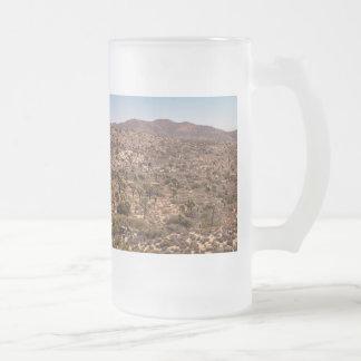 Taza De Cristal Esmerilado Camino solo del desierto de la yuca