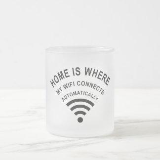 Taza De Cristal Esmerilado El hogar es donde mi wifi conecta automáticamente