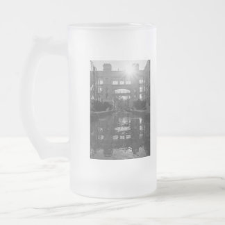 Taza De Cristal Esmerilado Grayscale del resplandor solar de Coronado