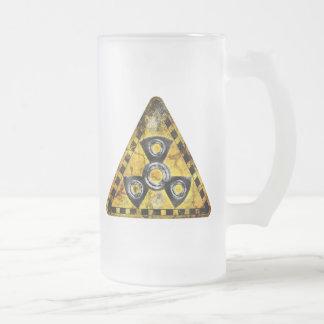 Taza De Cristal Esmerilado Triángulo amonestador de la radiación nuclear del