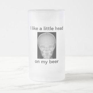 Taza De Cristal Esmerilado Una pequeña cabeza en mi cerveza